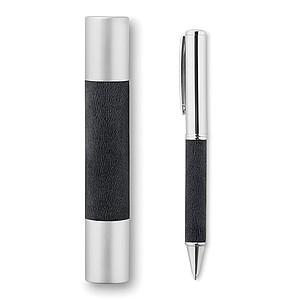 Metalické pero se stříbřitě chromovým povrchem, modrá náplň, černé