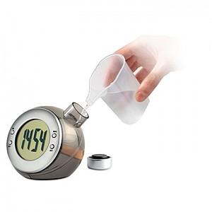 LCD hodiny na pohon z tekutin, stříbrná