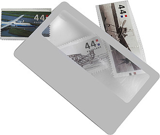 Lupa na kartičce ve velikosti kreditní karty