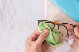 Bílý hadřík na čištění brýlí, vhodný pro sublimační tisk
