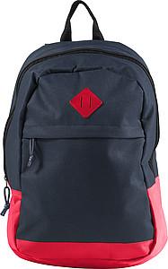 Tmavý batoh s červeným dnem