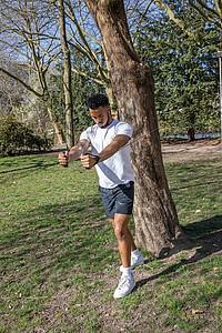 Silná cvičící odporovaci pružina pro fitness, černá