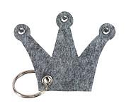 Přívěšek na klíče, plstěný ve tvaru koruny