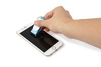 FEBRUAR Přívěšek na klíče, slouží jako stojánek i čistítko na mobil, modrý