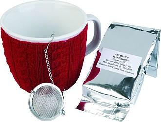 VS HAMPI čajová sada, obsahuje hrnek s červeným svetrem a indickým sypaným čajem