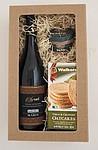 Dárkový balíček s vínem, paštikou a sušenkami