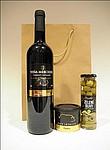 Dárková taška s vínem, paštikou a olivami