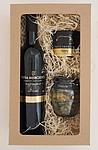 Dárkový balíček s vínem, paštikou a okurčičkami
