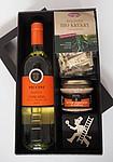 Sada bílého vína, paštiky, krekrů a ozdoby v dárkové krabici