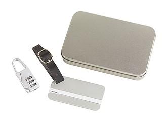 Sada na cesty obsahuje visačku a zámek na zavazadla