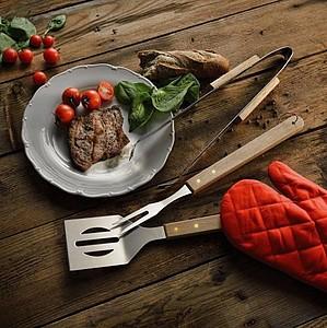 BBQ zástěra s BBQ nářadím