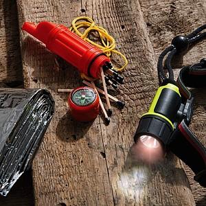 SCHWARZWOLF NIKARAGUA survival set - kompas s píšťalkou, termoizolační folie a světlo Aton