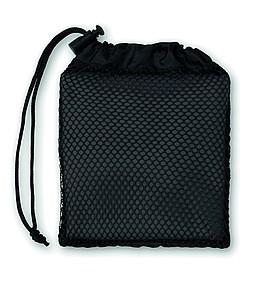 Sportovní ručník vyrobený z 20% polyamidu a 80% mikrovlákna s obalem ze síťoviny, černý