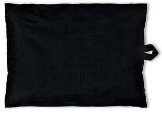 Šedý cestovní polštářek v černém vaku