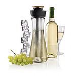 Skleněná karafa na bílé víno